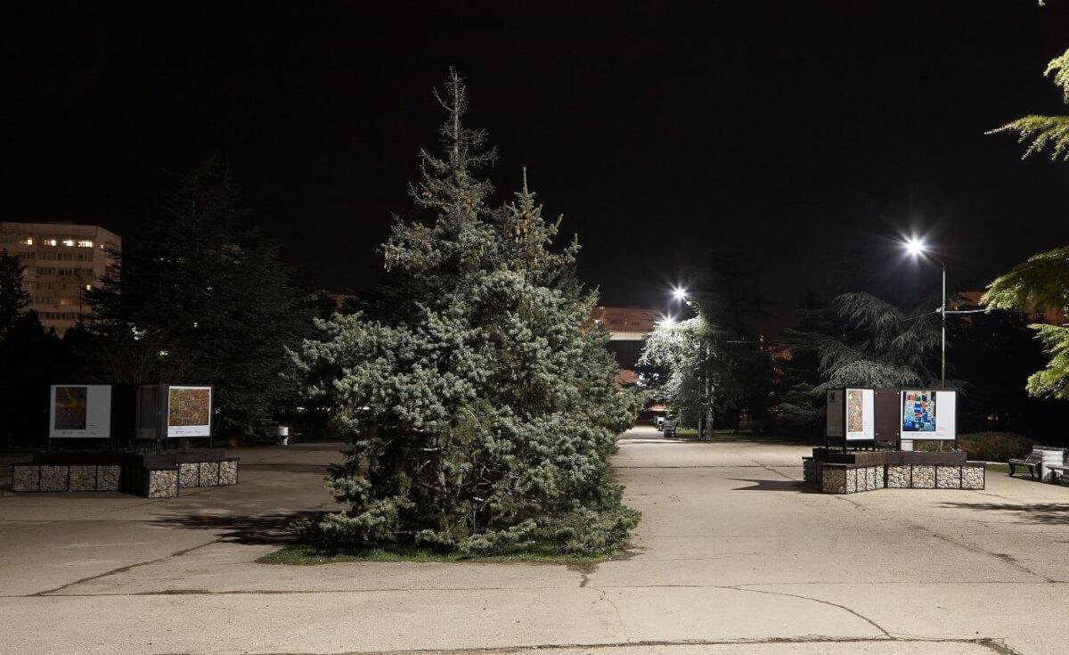 В уличной галерее в парке «Каменный цветок» теперь есть освещение!